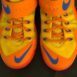 Nike Shoes - Nike LeBron Soldier Youth 6Y Basketball Shoes